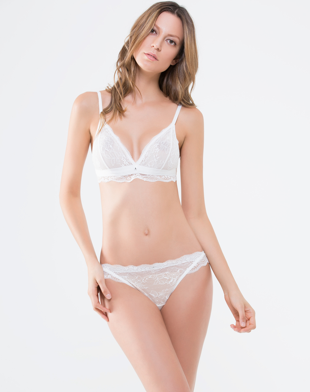 Panty de mujer azahar brasilero punto blanco for Ropa interior punto blanco
