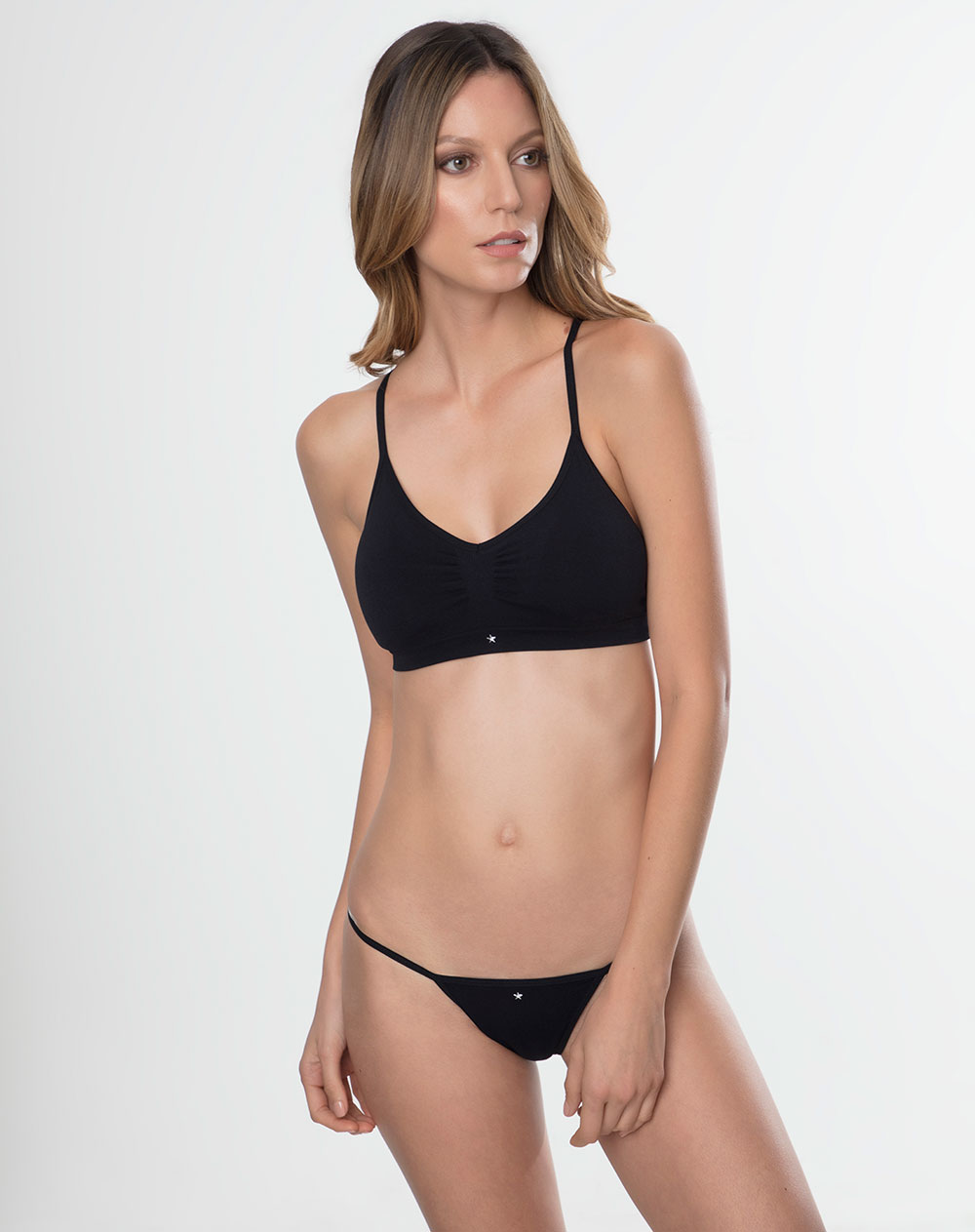 Panty de mujer sssh bloom negro intenso suaves fibras for Ropa interior punto blanco